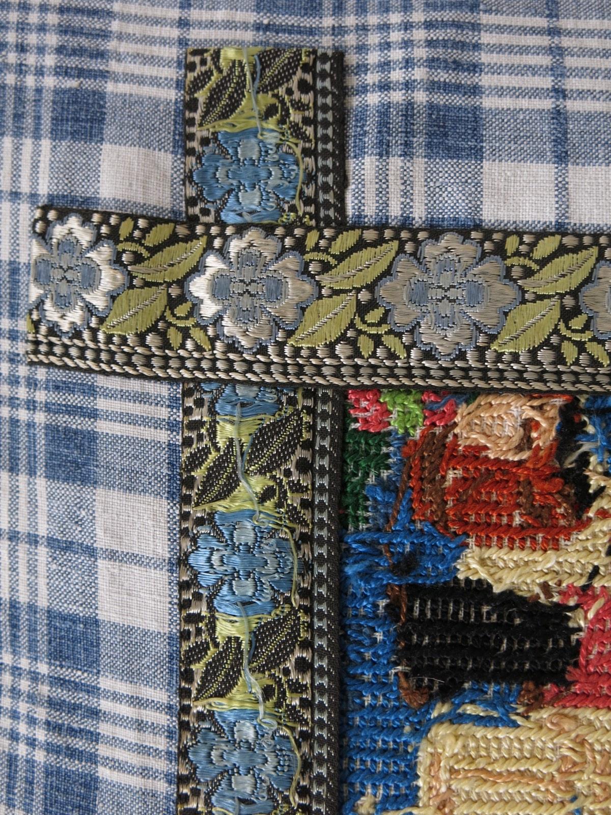 detail: Staphorster bandje voor kraplap, werd gemaakt in Zwitserland