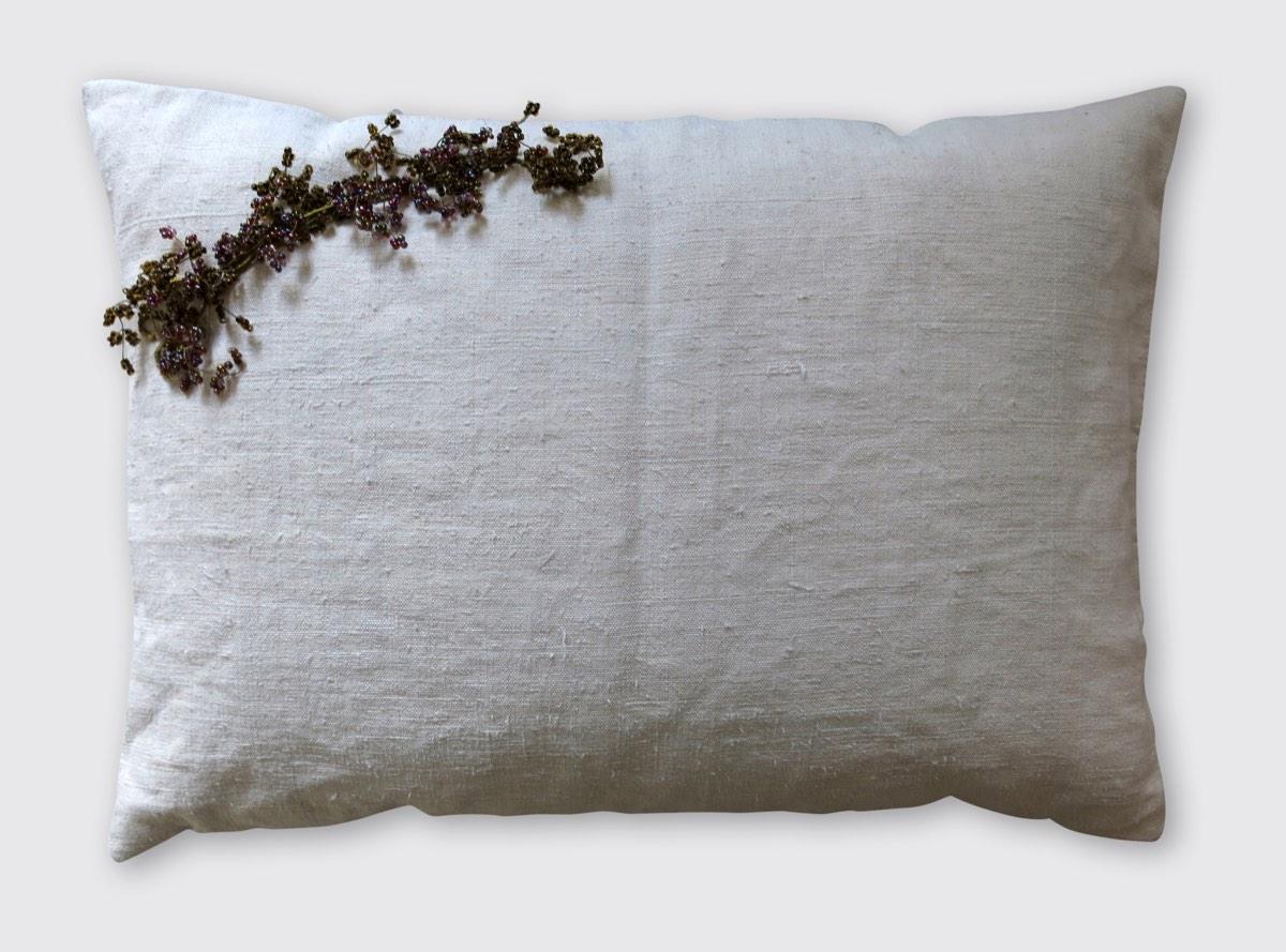 40x60cm, voorzijde: handgeweven linnen 19e eeuw met bloementak van kraaltjes