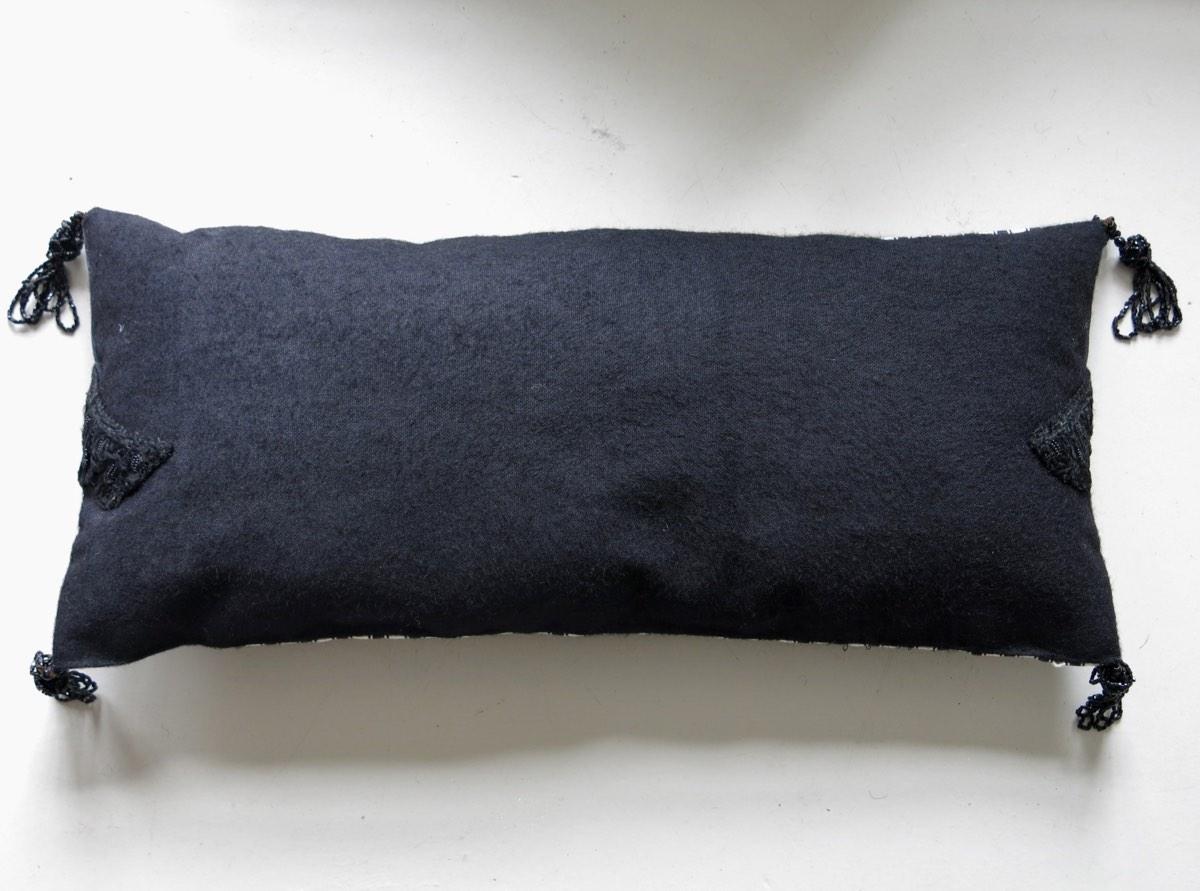 achterzijde: zondagse rok met kwastjes