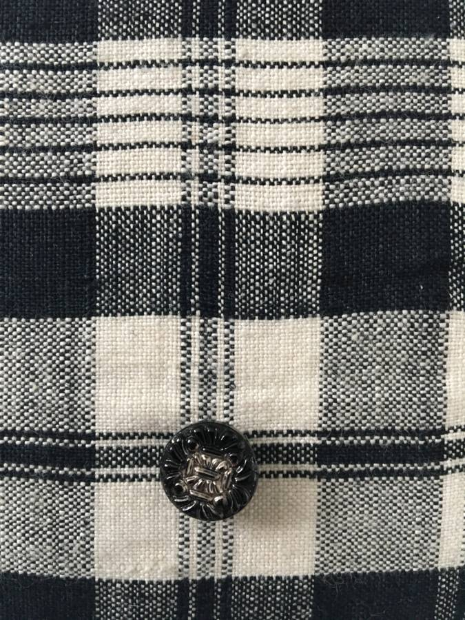 detail:knoopjes zwart glas met zilverkleurige kern Tsjechoslowakije ±1920