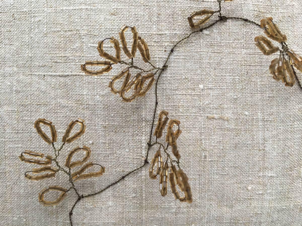 detail: grafversiering, bloementak met kraaltjes ±1910