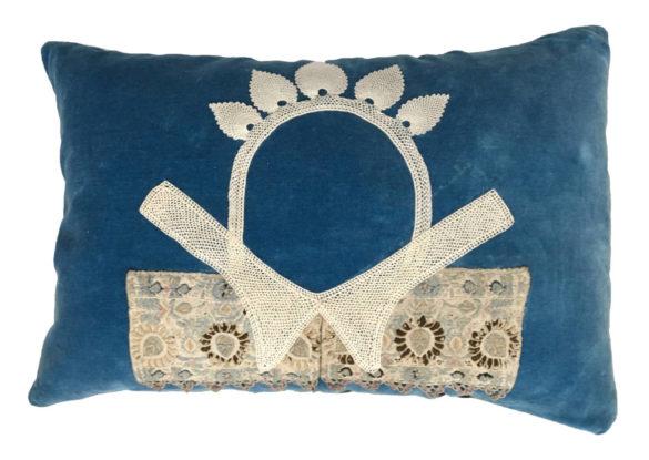 40x60cm, voorzijde: masker op blauwe Franse katoenen velours ± 1930