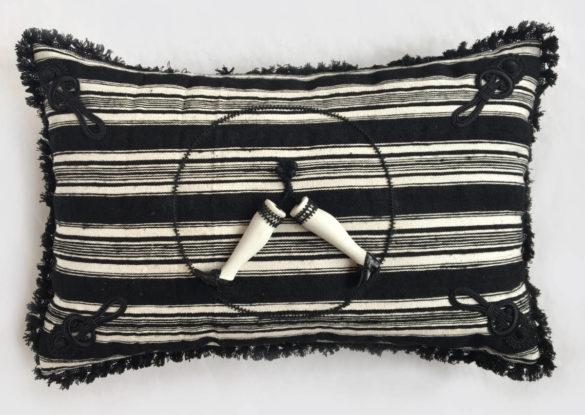 40x60cm: voorzijde: Handgeweven gestreepte Staphorster wollen stof ±1900; weefsel met afwisselend draden van verschillende diktes.