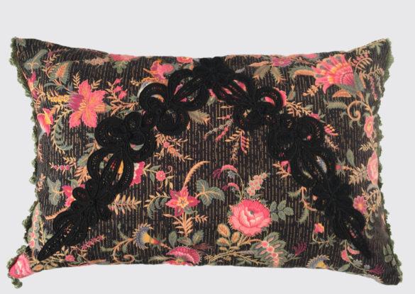 40x60cm voorzijde: Franse katoen ± 1870 kraag met Frans knoopwerk