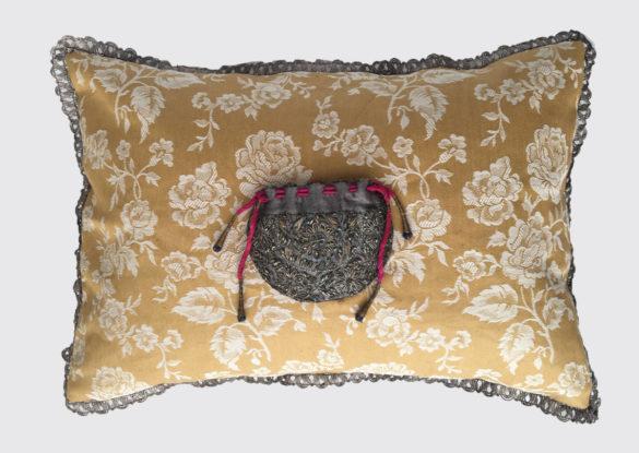 40x60cm; voorzijde: ongebruikte gebloemde geweven Franse tijk