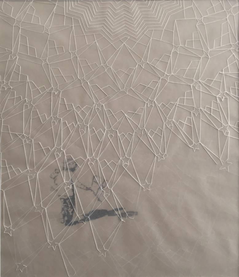 Serie Connecting the unknown: 'kind van de zon' 69x82cm Gemengde techniek: handgeschept olifantenpoep-papier, krijt, kalkpapier en vintage katoenen garen.