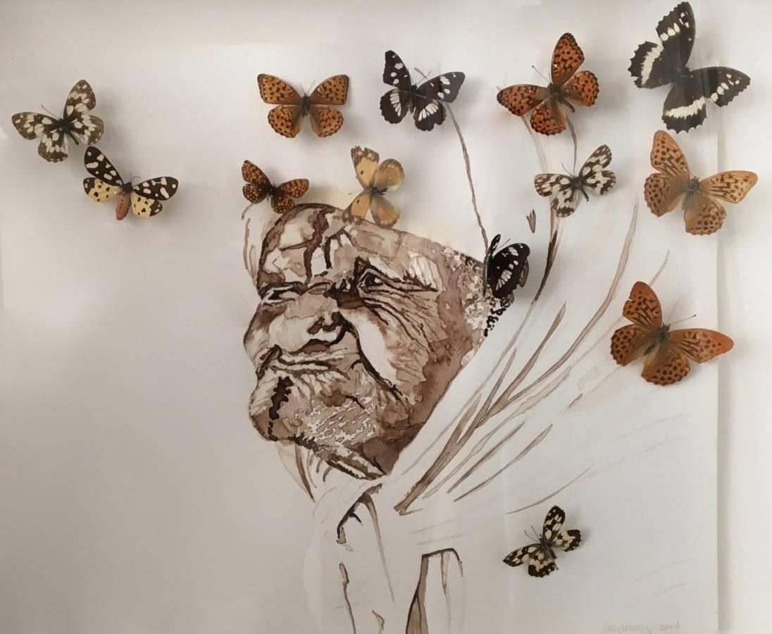 'Oude vrouw in de mellah van Fez' 30x42cm Gemengde techniek: bister en opgezette vlinders op handgeschept papier.